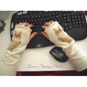 Laura's Sewing Studio Fingerless Gloves (x300)